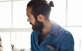 can you wear a man bun without looking like a tool 1