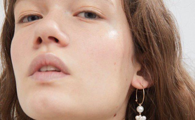 Sophie Bille Brahe Botticelli Karat Gold Pearl Earring landscape cropped