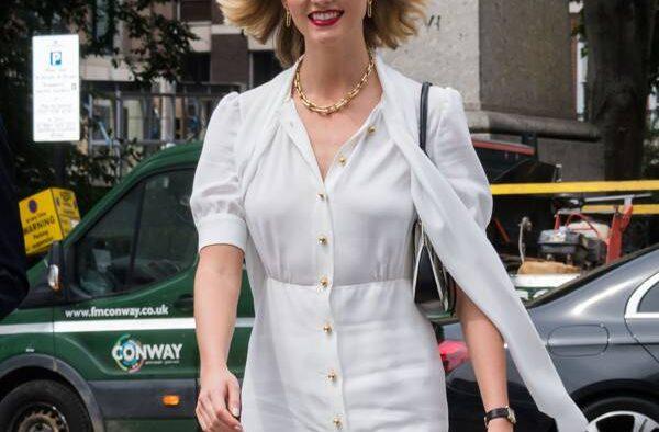 rs x Karlie Kloss Vogue Signing LND LT shutterstock editorial d huge