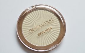 Revolution Beauty Skin Kiss Ice Kiss Highlighter Review