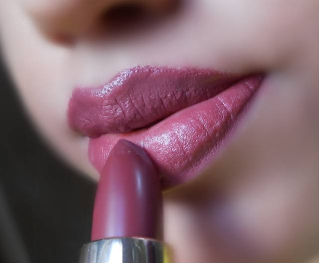 Loreal Color Riche Matte Lipstick Rosewood Forest on lips