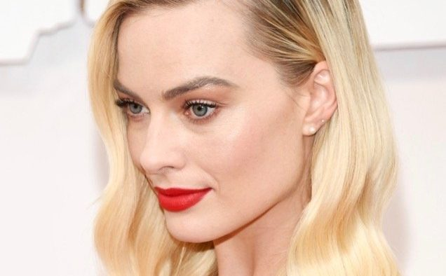 Margot Robbie Oscar Beauty landscape cropped